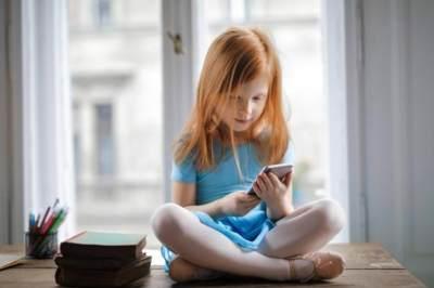 Waspada Kebiasaan Anak Bermain Gadget, Ini Bahaya Radiasi Untuk Kesehatan