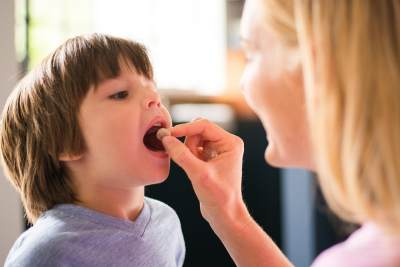 Apakah Anak Membutuhkan Suplemen Tambahan? Ini Aturan Memberikan Suplemen Vitamin Tambahan untuk Anak
