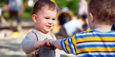 Ketahui Perkembangan Sosial Anak Balita & Cara Melatih Interaksinya
