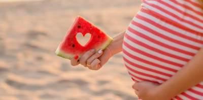 Redakan Mual Hingga Heartburn, Ini 4 Manfaat Buah Semangka Untuk Ibu Hamil