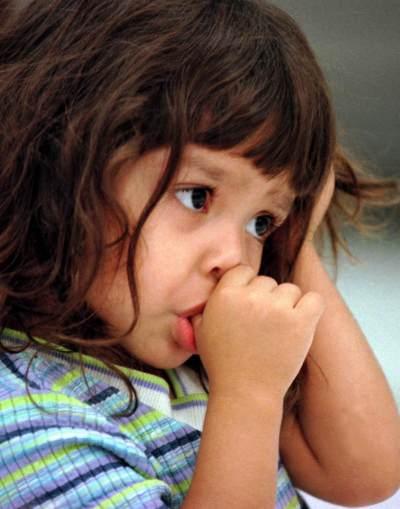 Hentikan Kebiasaan Anak Menghisap Ibu Jari dengan Cara Ini