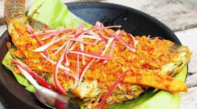 Mengenal Ikan Arsik Khas Medan yang Pedasnya Menggigit, Intip Resepnya Juga Moms!