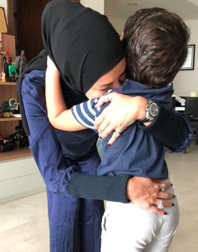 "Ingin Selalu Bersama Anak-Anaknya, Nikita Mirzani: ""My Love Belongs To You"""