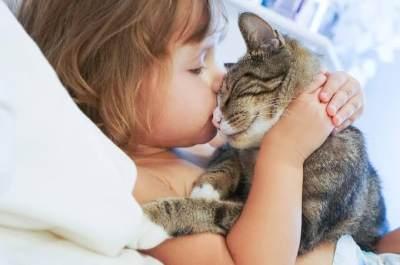 Kenapa Anak Menyakiti Binatang? Ini Alasan dan Cara Menanganinya!