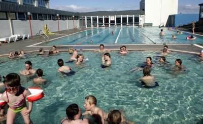 Berenang Di Kolam Renang Umum