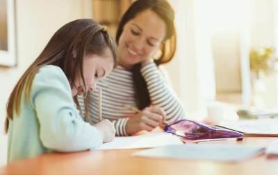 Pentingnya Peran Ibu Jadi Guru Pertama Bagi Anak, Apa Saja Manfaatnya?