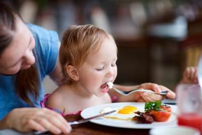 Cara Mengajarkan Table Manner Pada Anak, Perhatikan 7 Langkah ini Moms