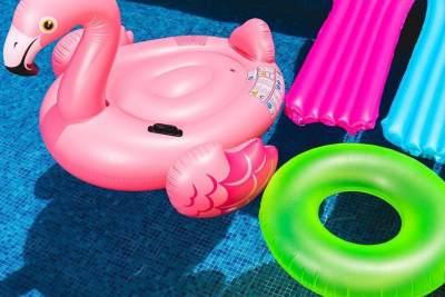 Ragam 'Floating Inflatable' - Pelampung yang Lagi Hits dan Bikin Foto Jadi Instagramable