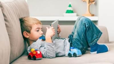 Kapan Anak Boleh Memiliki Smartphone Sendiri?