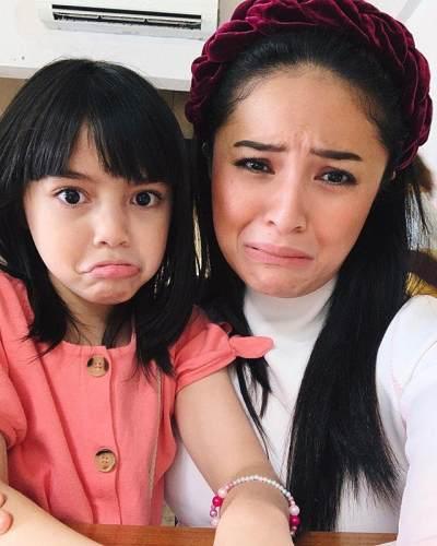 8 Foto Ini Jadi Bukti Kalau Sienna dan Marshanda Adalah Ibu & Anak yang Mirip Banget!