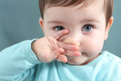 Pertolongan Pertama Saat Bayi Demam, Kenali Gejala dan Pengobatannya