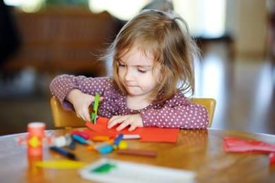 5 Tips Menggunakan Gunting yang Aman Bagi Anak Prasekolah