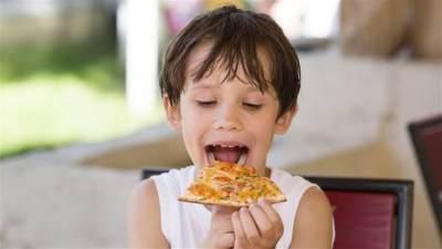 Gak Cuma Asin, Ini Kreasi Resep Cheese Pizza dengan Topping Manis Favorit Anak
