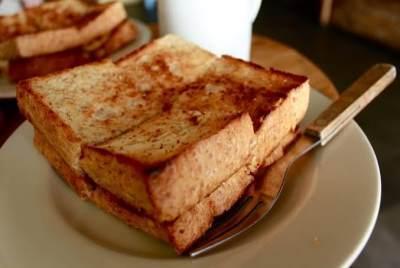 1. Roti Bakar Selai Kacang