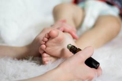 Langkah Tepat Meredakan Batuk Pada Balita, Coba Perawatan Rumahan Ini Moms