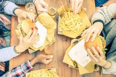 3. Konsumsi Makanan Berlemak Secara Berlebih