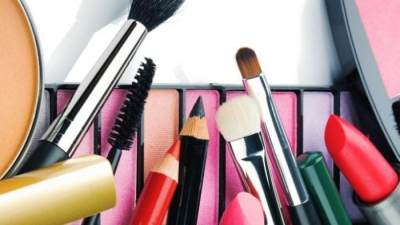 Bolehkah Ibu Hamil Pakai Skincare dan Makeup? Cari Tahu Jawabannya Yuk!
