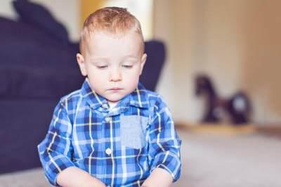 5 Tanda Gejala Awal Autis Pada Bayi, Kenali Perilakunya Moms