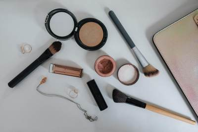 5 Hal yang Harus Diperhatikan Sebelum Membeli Kosmetik
