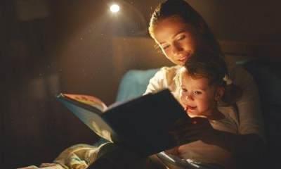 Bacakan 4 Dongeng Ini Sebelum Tidur, Bikin Si Kecil Lelap Lho, Moms!