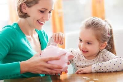 Tanamkan Kebiasaan Positif, Yuk Ajarkan Anak Menabung Sejak Dini!