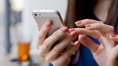 Sering Curhat Di Media Sosial? Ini Tips Amannya, Moms