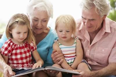 Peran Penting Kakek Nenek Untuk Tumbuh Kembang Anak, Ini 5 Manfatnya Moms