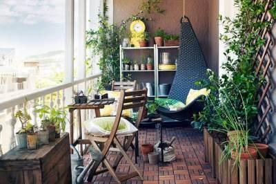 3. Bikin taman di balkon, why not?