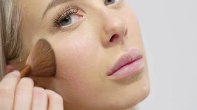 Mengurangi Pemakaian Kosmetik