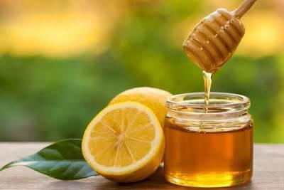 Campuran Lemon dan Madu