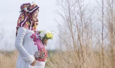 Foto Maternity Gaya Bohemian untuk Bumil Berhijab