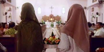 Adegan Film 'The Santri' Jadi Kontroversi, Bagaimana Hukum Muslim Masuk Gereja?