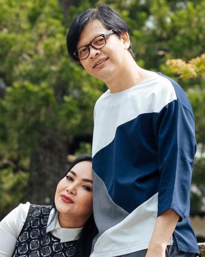 Lebih Dari 10 Tahun Menikah, Ini 7 Potret Pasangan Artis yang Tetap Romantis dan Jauh Dari Gosip