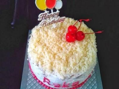 Kue Ulang Tahun dengan Adonan Instan