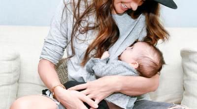 Di Balik Mitos 'Bau Tangan', Ini Manfaat Sering Menggendong Bayi