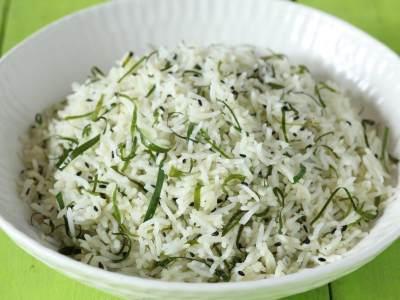 Resep Nasi Gurih Daun Jeruk Purut, Cukup Pakai Rice Cooker Aja Lho, Moms!