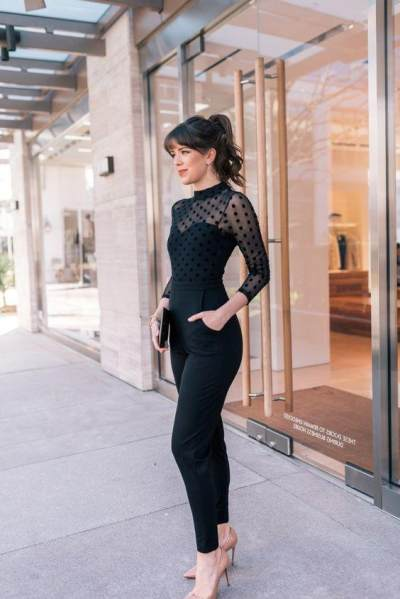 5 Inspirasi Baju Pesta Nuansa Hitam yang Simpel dan Elegan