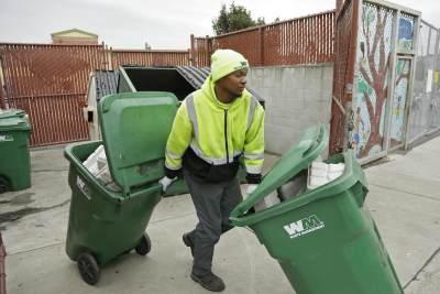 Apa Itu Bank Sampah? Yuk, Ketahui Hal Penting Ini Untuk Jaga Kebersihan Lingkungan!