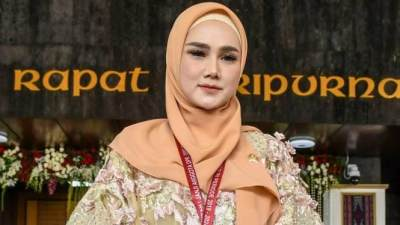 Jadi Aggota DPR RI, Mulan Jameela Jawab Tudingan 'Pura-pura Telepon' Saat Wawancara