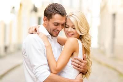5 Ide Romantis Rayakan Ulang Tahun Pernikahan, Suka yang Mana Moms?