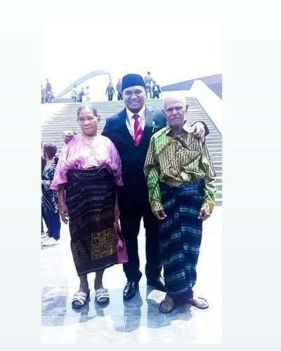 Tampil Sederhana di Pelantikan DPR, Angelo Wake Kako Tuai Pujian