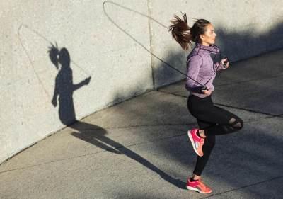 6 Manfaat Lakukan Olahraga Skipping, Cepat Menurunkan Berat Badan, Moms!