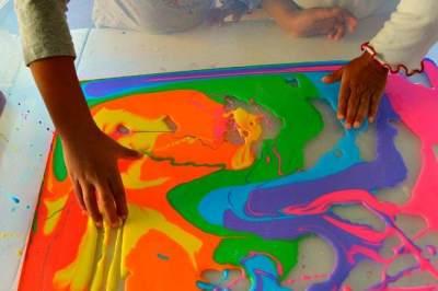 Kreatif! Yuk, Coba Ide Sensory Play Murah Meriah Ini Di Rumah Bersama Anak