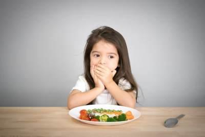 5 Cara Mengatasi Si Kecil yang Nggak Suka Makan Nasi