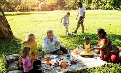 Piknik atau Kemping