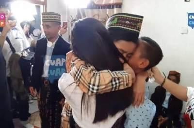 Betrand Peto Sah Jadi Anak Angkat Ruben Onsu dan Sarwendah, Intip Proses Adatnya Yuk!