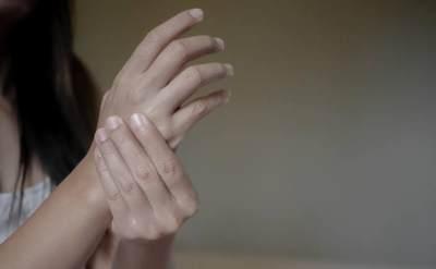Tangan Bengkak Saat Hamil? Kenali Gejala Carpal Tunnel Syndrome (CTS)