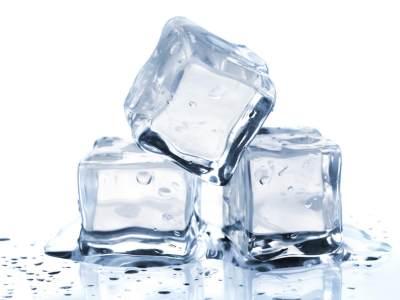 Jaga Kesehatan, Ketahui Perbedaan Es Batu dari Air Matang dan Air Mentah