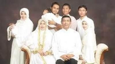1. Potret keluarga yang religius