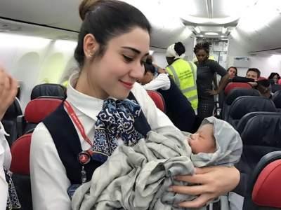 Kapan Bayi Boleh Naik Pesawat? Ketahui Aturannya Yuk!